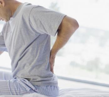 Dolor de cabeza inducido por la mala postura de la columna